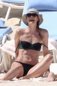 maria-sharapova-wearing-a-bikini-in-los-cabos-25