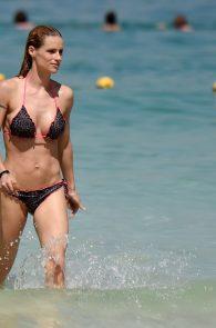michelle-hunziker-wearing-a-bikini-in-dubai-09