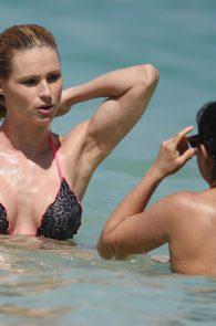 michelle-hunziker-wearing-a-bikini-in-dubai-13