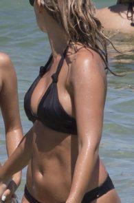 natasha-oakley-and-devin-brugman-wearing-black-bikinis-on-mondi-beach-03