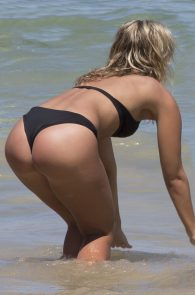 natasha-oakley-and-devin-brugman-wearing-black-bikinis-on-mondi-beach-07