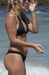 natasha-oakley-and-devin-brugman-wearing-black-bikinis-on-mondi-beach-10