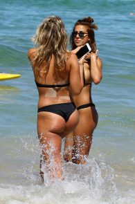 natasha-oakley-and-devin-brugman-wearing-black-bikinis-on-mondi-beach-51