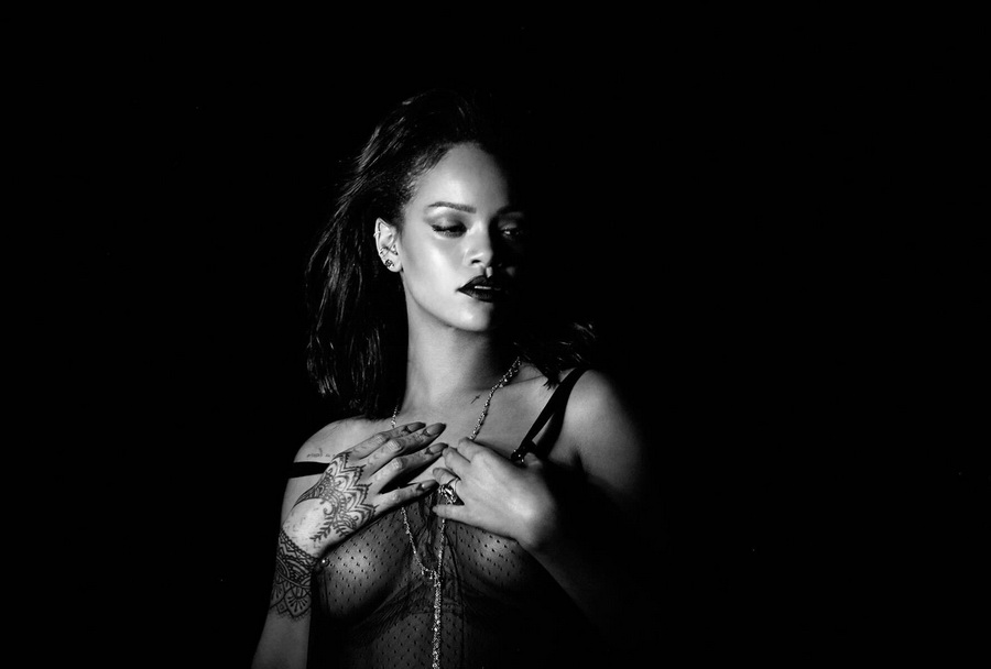 rihanna-nipples-in-kiss-it-better-music-video-promo-14
