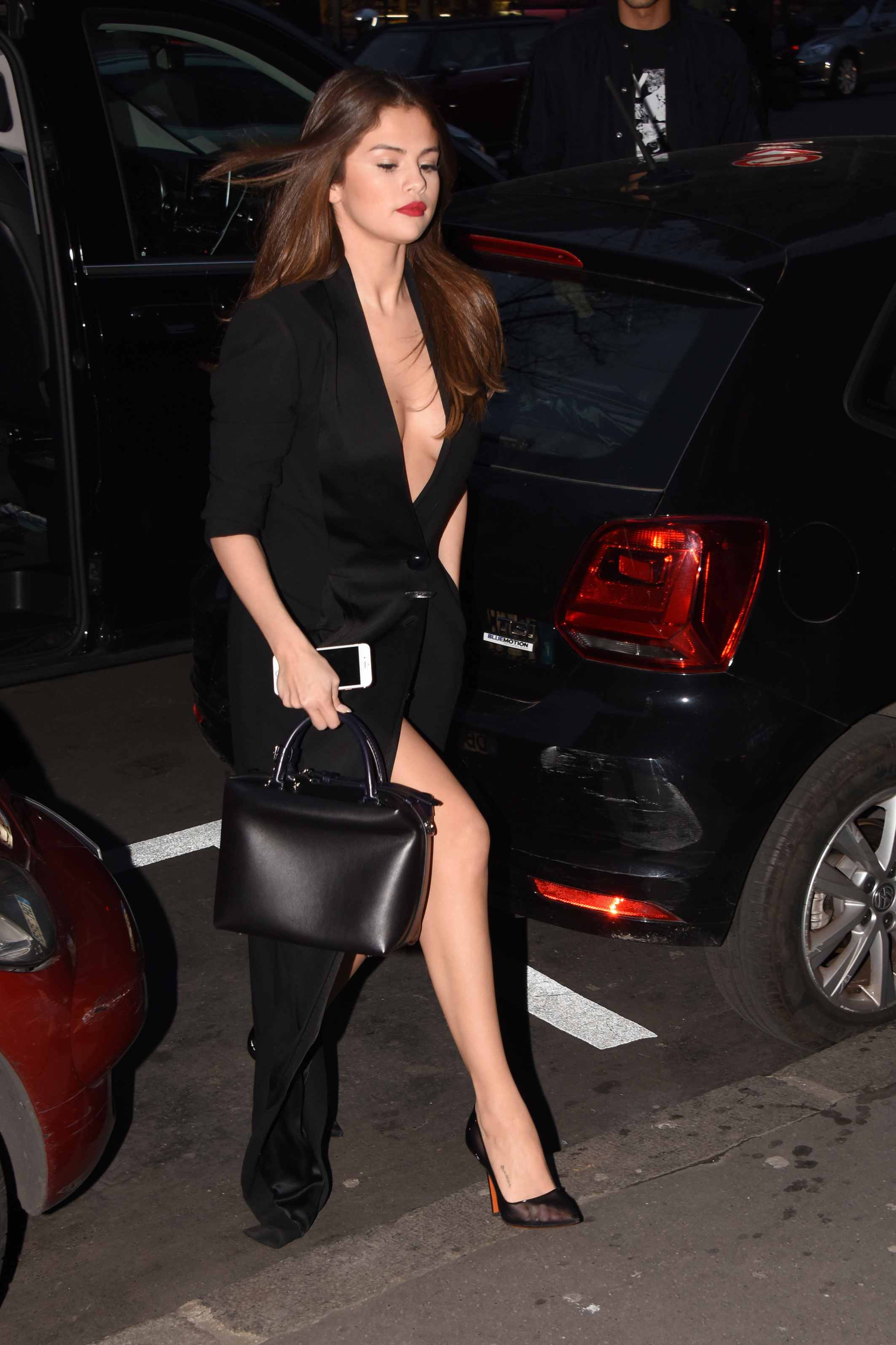 selena gomez cleavage and upskirt in paris 03 celebrity. Black Bedroom Furniture Sets. Home Design Ideas