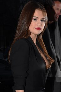 selena-gomez-cleavage-and-upskirt-in-paris-16