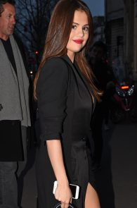 selena-gomez-cleavage-and-upskirt-in-paris-22
