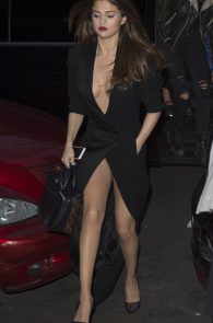 selena-gomez-cleavage-and-upskirt-in-paris-24