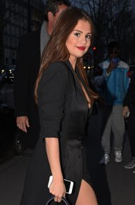 selena-gomez-cleavage-and-upskirt-in-paris-25