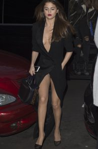 selena-gomez-cleavage-and-upskirt-in-paris-28