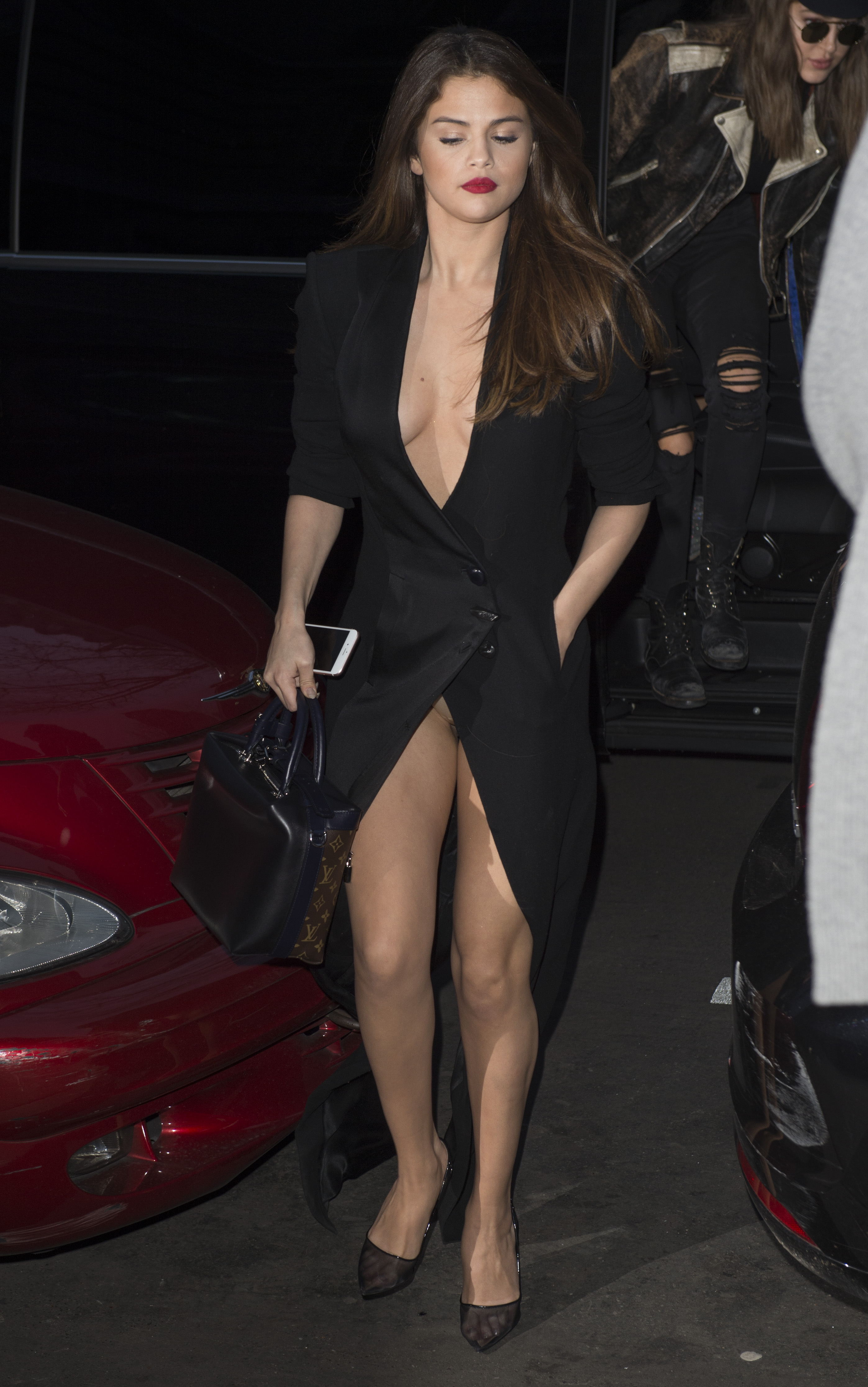 Amy Adams Upskirt selena-gomez-cleavage-and-upskirt-in-paris-30 | celebrity