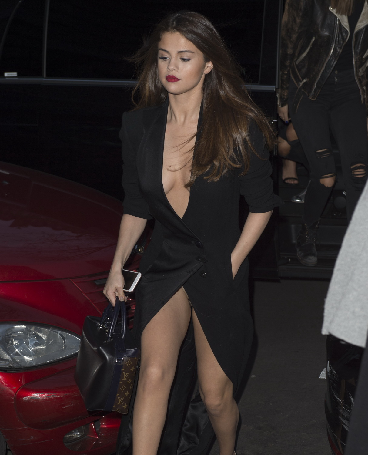 selena-gomez-cleavage-and-upskirt-in-paris-54