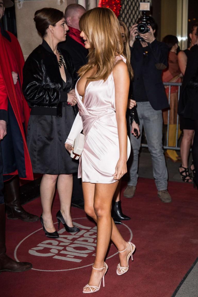 foto de zahia dehar areola slipslip at crazy horse in paris 08 celebrity slips com