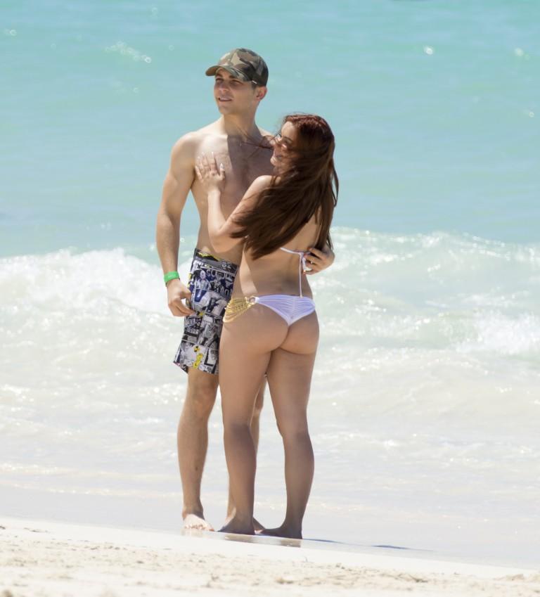 ariel winter cameltoe areola slip bikini in bagamas 22