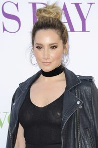 ashley-tisdale-nipple-pasties-at-mother-s-day-premiere-16
