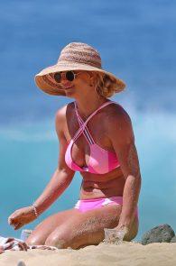 britney-spears-pink-bikini-in-hawaii-08