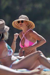 britney-spears-pink-bikini-in-hawaii-10