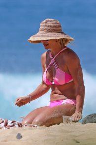 britney-spears-pink-bikini-in-hawaii-11