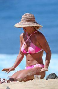 britney-spears-pink-bikini-in-hawaii-12