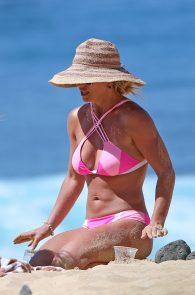 britney-spears-pink-bikini-in-hawaii-13