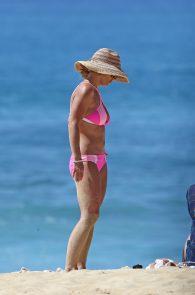 britney-spears-pink-bikini-in-hawaii-14