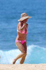 britney-spears-pink-bikini-in-hawaii-15