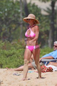 britney-spears-pink-bikini-in-hawaii-17