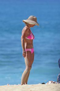 britney-spears-pink-bikini-in-hawaii-18