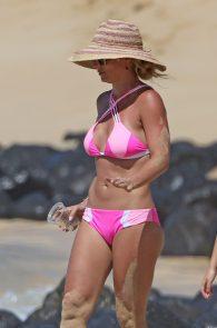 britney-spears-pink-bikini-in-hawaii-19