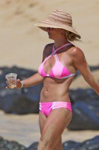 britney-spears-pink-bikini-in-hawaii-20