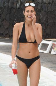 chloe-goodman-ass-in-bikini-poolside-in-lanzarote-09