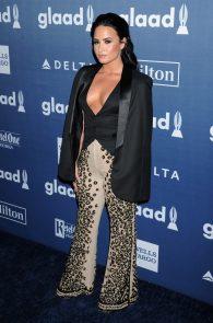 demi-levato-cleavage-at-27th-annual-glaad-media-awards-01