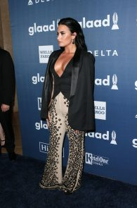 demi-levato-cleavage-at-27th-annual-glaad-media-awards-04