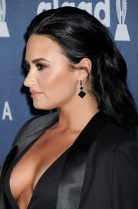 demi-levato-cleavage-at-27th-annual-glaad-media-awards-11