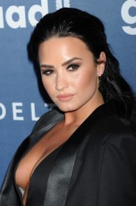 demi-levato-cleavage-at-27th-annual-glaad-media-awards-12