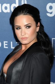 demi-levato-cleavage-at-27th-annual-glaad-media-awards-13