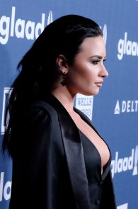 demi-levato-cleavage-at-27th-annual-glaad-media-awards-14