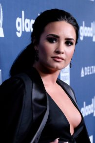 demi-levato-cleavage-at-27th-annual-glaad-media-awards-15