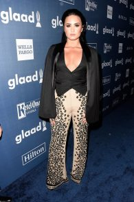 demi-levato-cleavage-at-27th-annual-glaad-media-awards-16
