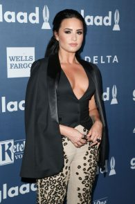 demi-levato-cleavage-at-27th-annual-glaad-media-awards-17