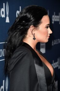 demi-levato-cleavage-at-27th-annual-glaad-media-awards-18