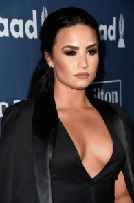 demi-levato-cleavage-at-27th-annual-glaad-media-awards-19