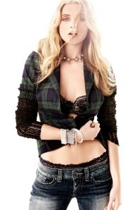 elsa-hosk-braless-in-see-through-top-guess-campaign-08