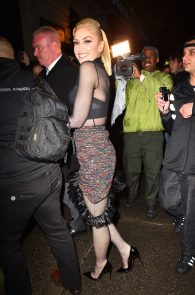 gwen-stefani-panty-peek-upskirt-at-snk-after-party-in-ny-01