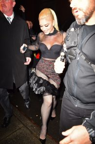 gwen-stefani-panty-peek-upskirt-at-snk-after-party-in-ny-04