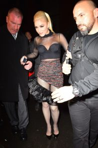 gwen-stefani-panty-peek-upskirt-at-snk-after-party-in-ny-07