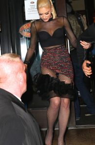 gwen-stefani-panty-peek-upskirt-at-snk-after-party-in-ny-09