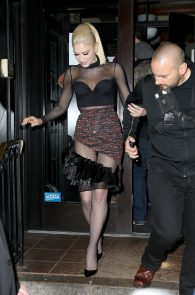 gwen-stefani-panty-peek-upskirt-at-snk-after-party-in-ny-10