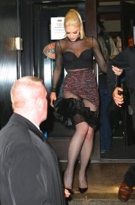 gwen-stefani-panty-peek-upskirt-at-snk-after-party-in-ny-12