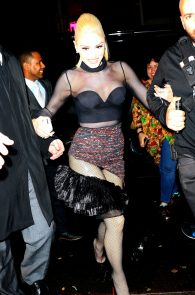 gwen-stefani-panty-peek-upskirt-at-snk-after-party-in-ny-13